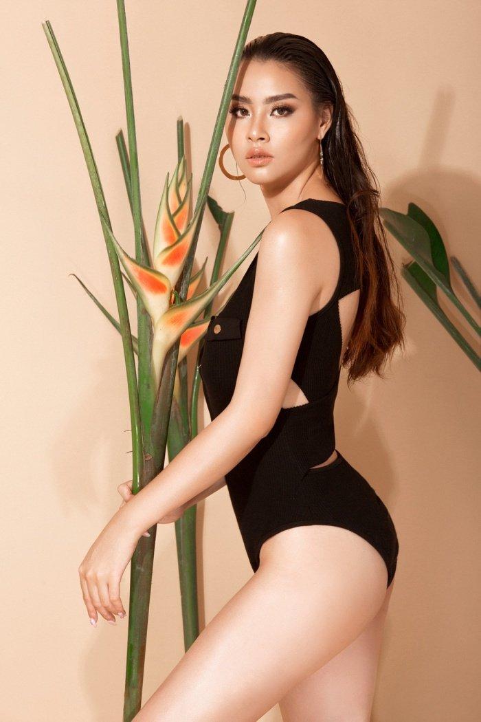 Hoa hau Bien Thuy Trang nong bong voi bikini khoe dang chuan hinh anh 2