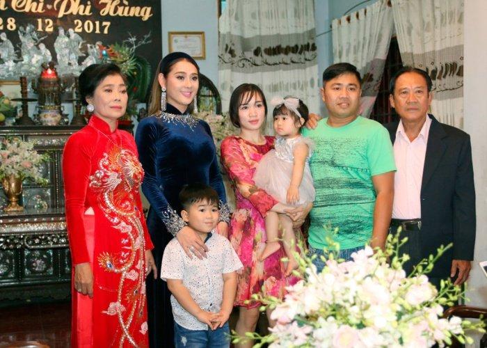 Lam Khanh Chi tinh cam hon me ruot trong le xuat gia hinh anh 6