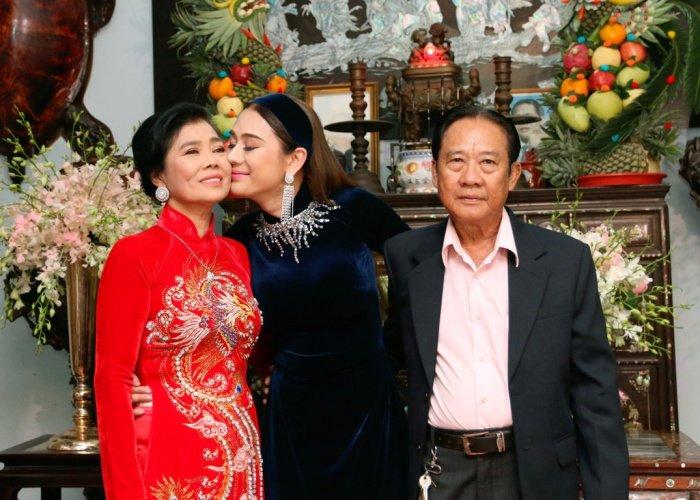 Lam Khanh Chi tinh cam hon me ruot trong le xuat gia hinh anh 7