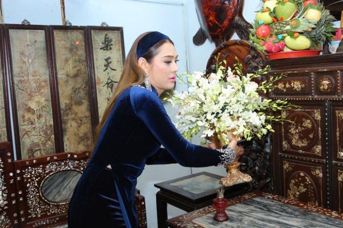 Lam Khanh Chi tinh cam hon me ruot trong le xuat gia hinh anh 3