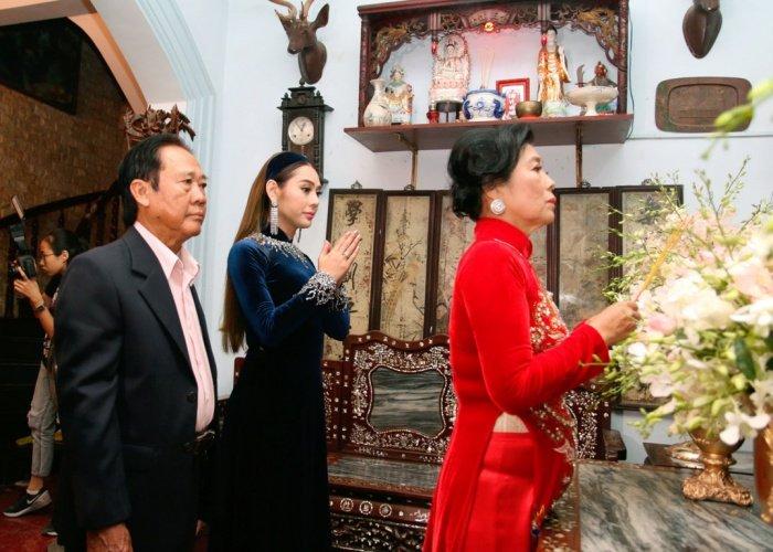 Lam Khanh Chi tinh cam hon me ruot trong le xuat gia hinh anh 10