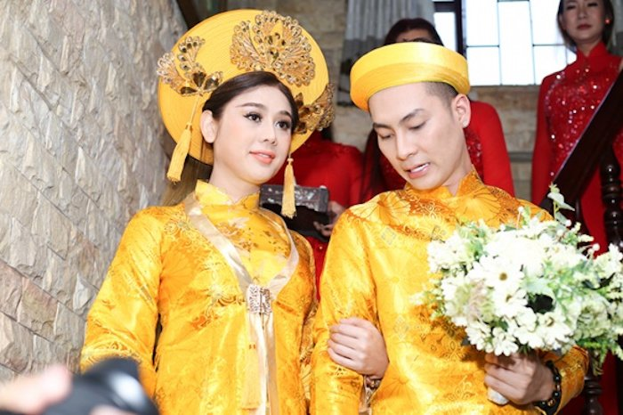 Truc tiep dam cuoi Lam Khanh Chi: Co dau deo vang day nguoi, lien tuc cham chut chu re hinh anh 6