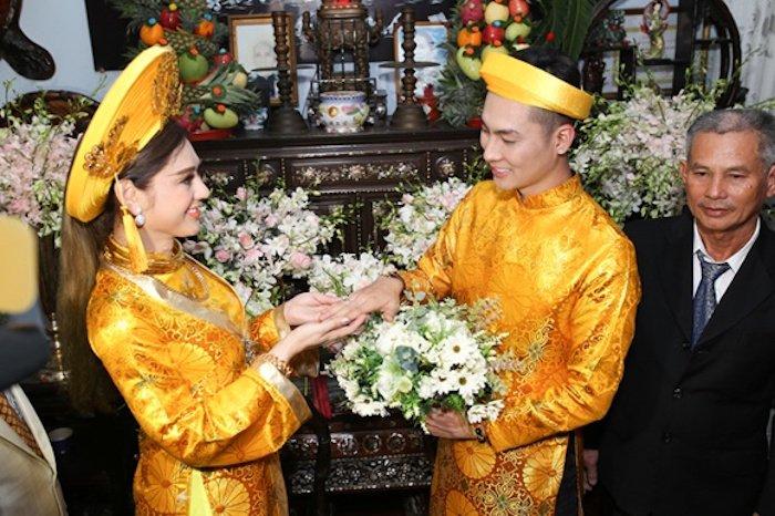 Truc tiep dam cuoi Lam Khanh Chi: Co dau deo vang day nguoi, lien tuc cham chut chu re hinh anh 14