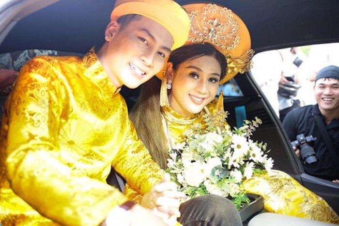 Truc tiep dam cuoi Lam Khanh Chi: Co dau deo vang day nguoi, lien tuc cham chut chu re hinh anh 18