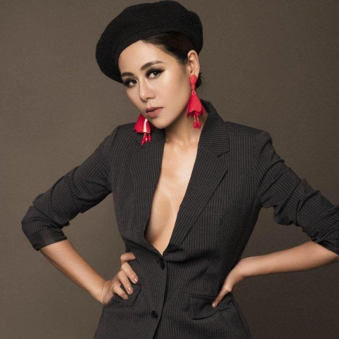 'Kieu nu' Nam Thu: My nhan sexy nhat lang hai Viet hinh anh 4
