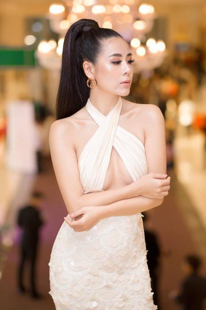 'Kieu nu' Nam Thu: My nhan sexy nhat lang hai Viet hinh anh 1