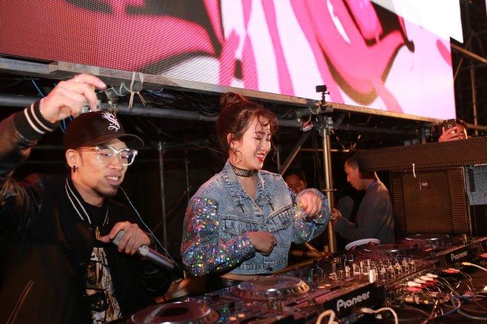 DJ Trang Moon kin dao van khoe eo thon goi cam giua troi gia ret hinh anh 6