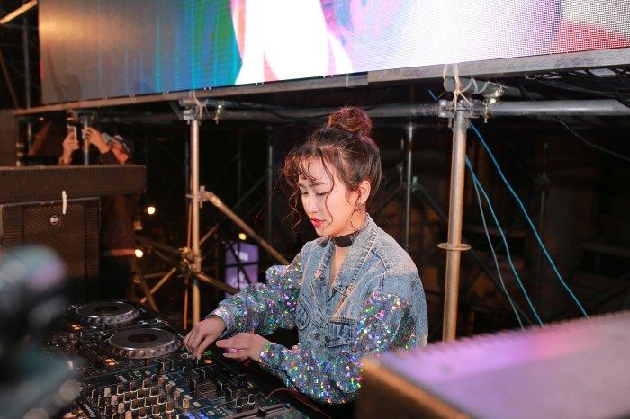 DJ Trang Moon kin dao van khoe eo thon goi cam giua troi gia ret hinh anh 4