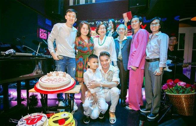 Video: Hoai Linh va Dam Vinh Hung song ca tren san khau sau nhieu nam hinh anh 1