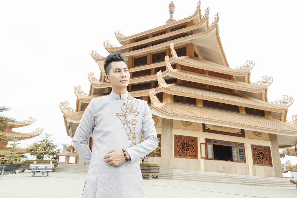 Lam Khanh Chi dien ao long trang muot, tinh tu ben chong tre hinh anh 4