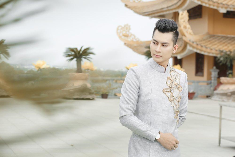 Lam Khanh Chi dien ao long trang muot, tinh tu ben chong tre hinh anh 5