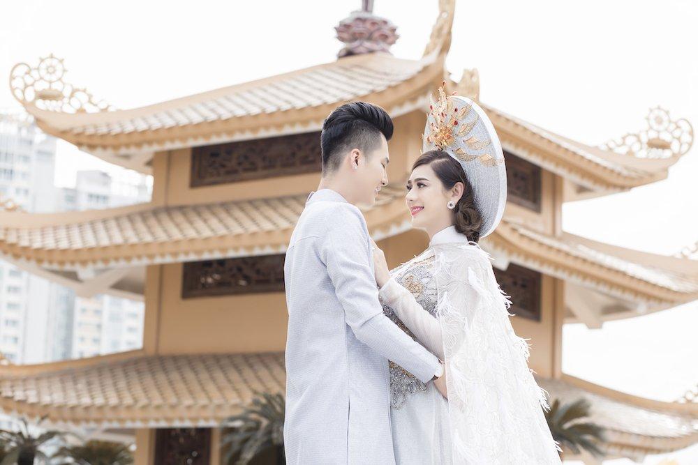 Lam Khanh Chi dien ao long trang muot, tinh tu ben chong tre hinh anh 8