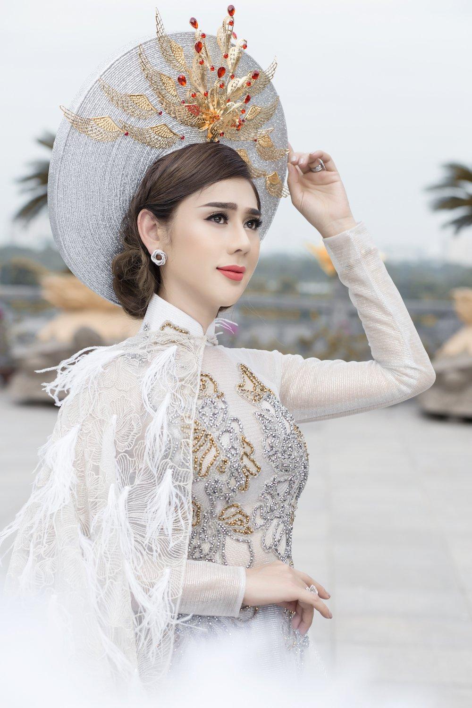 Lam Khanh Chi dien ao long trang muot, tinh tu ben chong tre hinh anh 2
