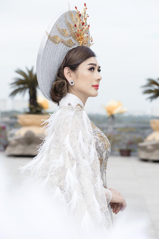 Lam Khanh Chi dien ao long trang muot, tinh tu ben chong tre hinh anh 1