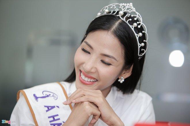 Hoang Thuy: 'Toi, Mau Thuy hay H'Hen Nie deu phu hop lam Hoa hau' hinh anh 1