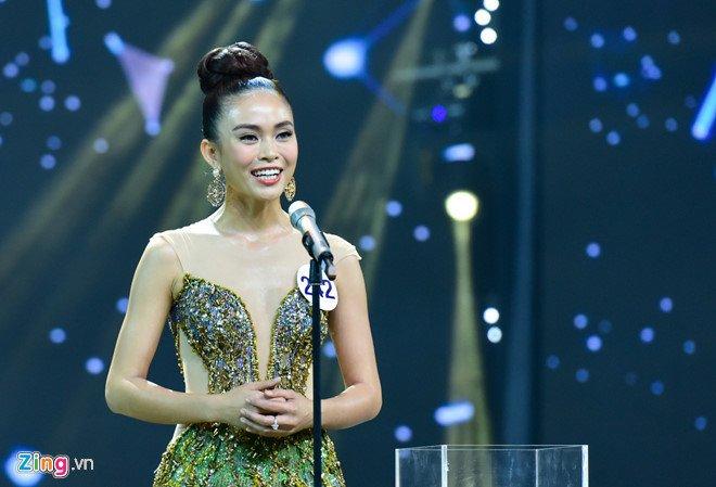 Bi don tung clip 'nong' cua thi sinh Le Thu Trang truoc chung ket, Mau Thuy noi gi? hinh anh 3