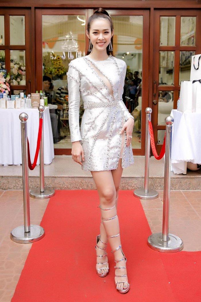 Kim Tuyen, Thanh Truc goi cam den chuc mung Diep Bao Ngoc len chuc ba chu hinh anh 1