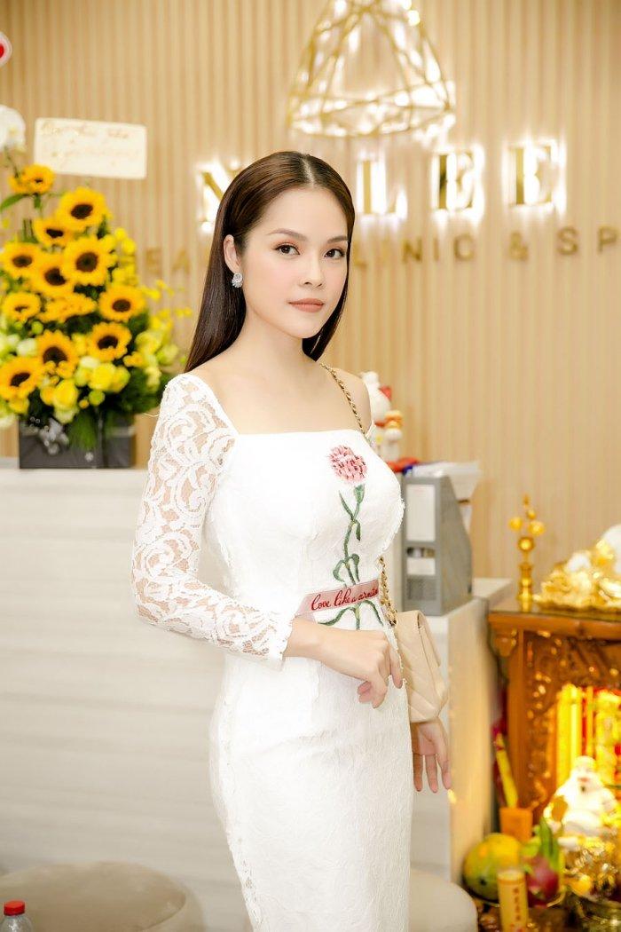 Kim Tuyen, Thanh Truc goi cam den chuc mung Diep Bao Ngoc len chuc ba chu hinh anh 8