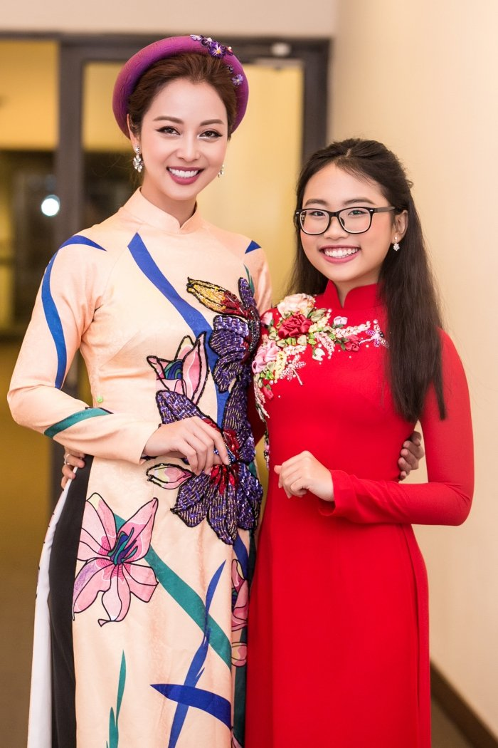 Jennifer Pham goi cam lam MC chuong trinh Tet cung nha bao Lai Van Sam hinh anh 3