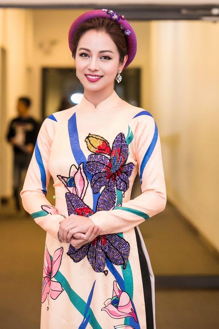 Jennifer Pham goi cam lam MC chuong trinh Tet cung nha bao Lai Van Sam hinh anh 2