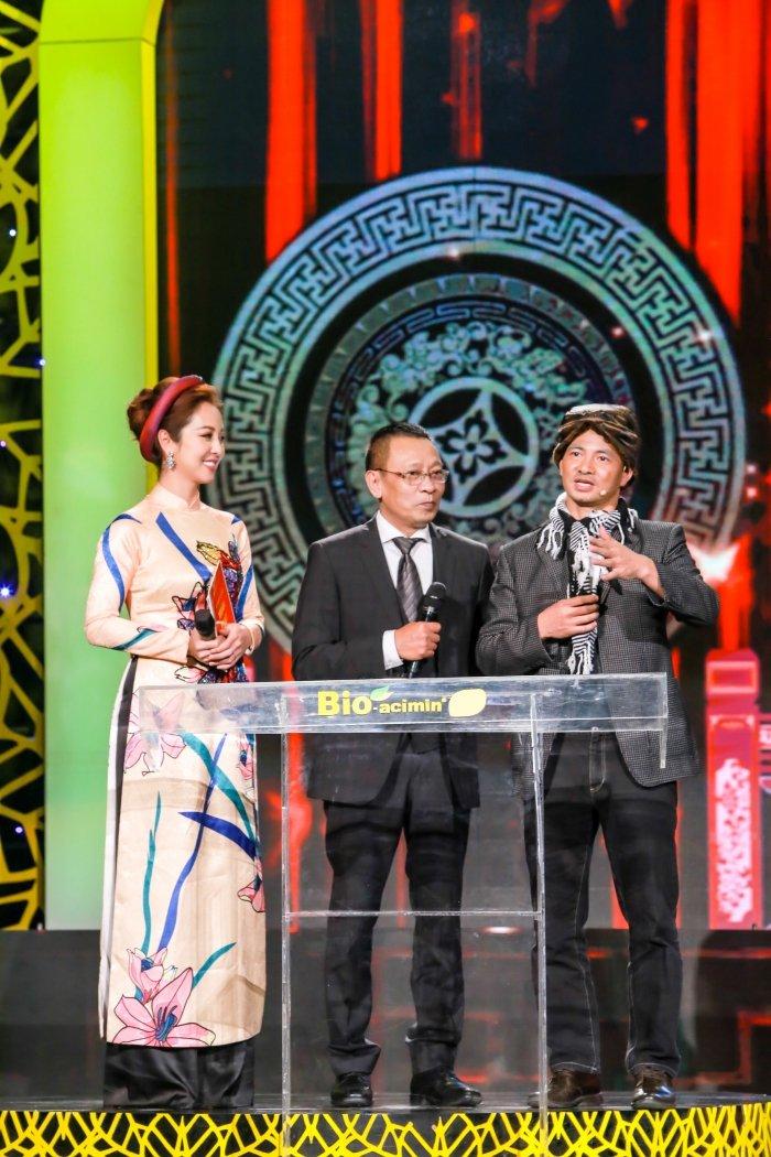 Jennifer Pham goi cam lam MC chuong trinh Tet cung nha bao Lai Van Sam hinh anh 4