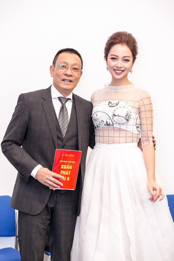 Jennifer Pham goi cam lam MC chuong trinh Tet cung nha bao Lai Van Sam hinh anh 6