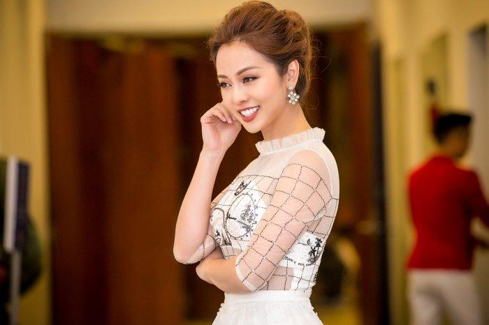 Jennifer Pham goi cam lam MC chuong trinh Tet cung nha bao Lai Van Sam hinh anh 10