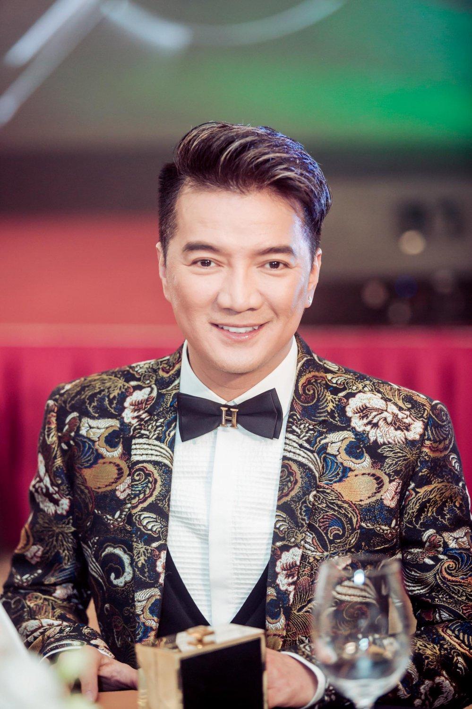 Dam Vinh Hung duoc binh chon tro thanh quy ong tien phong cua nam hinh anh 1