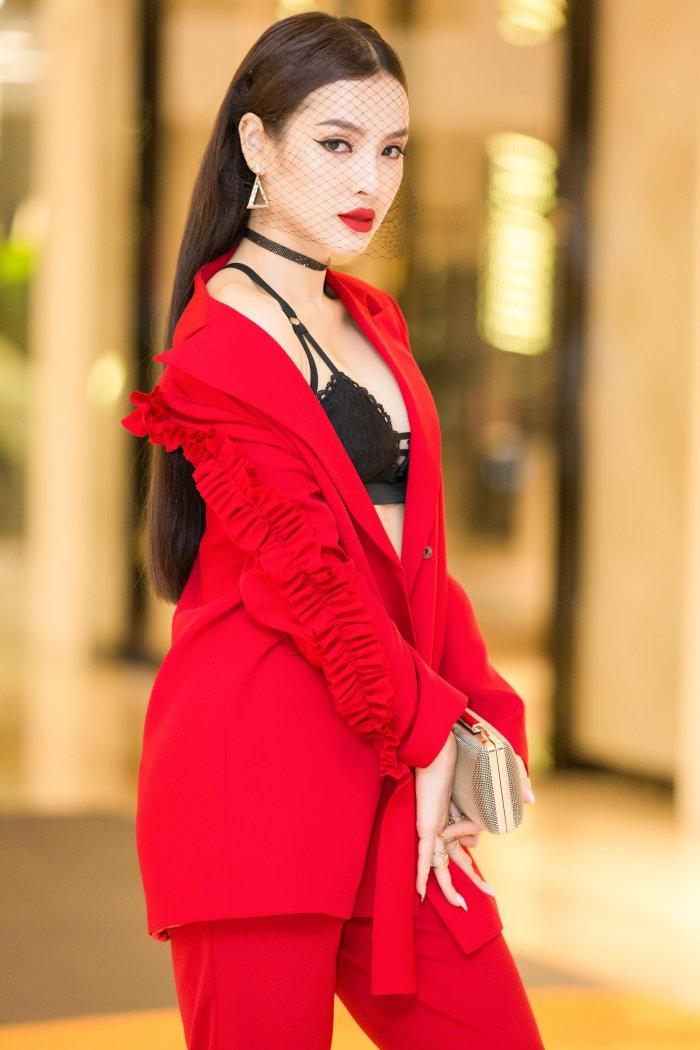 Dien trang phuc ca tinh, Phuong Trinh Jolie van khoe noi y sexy boc lua hinh anh 6