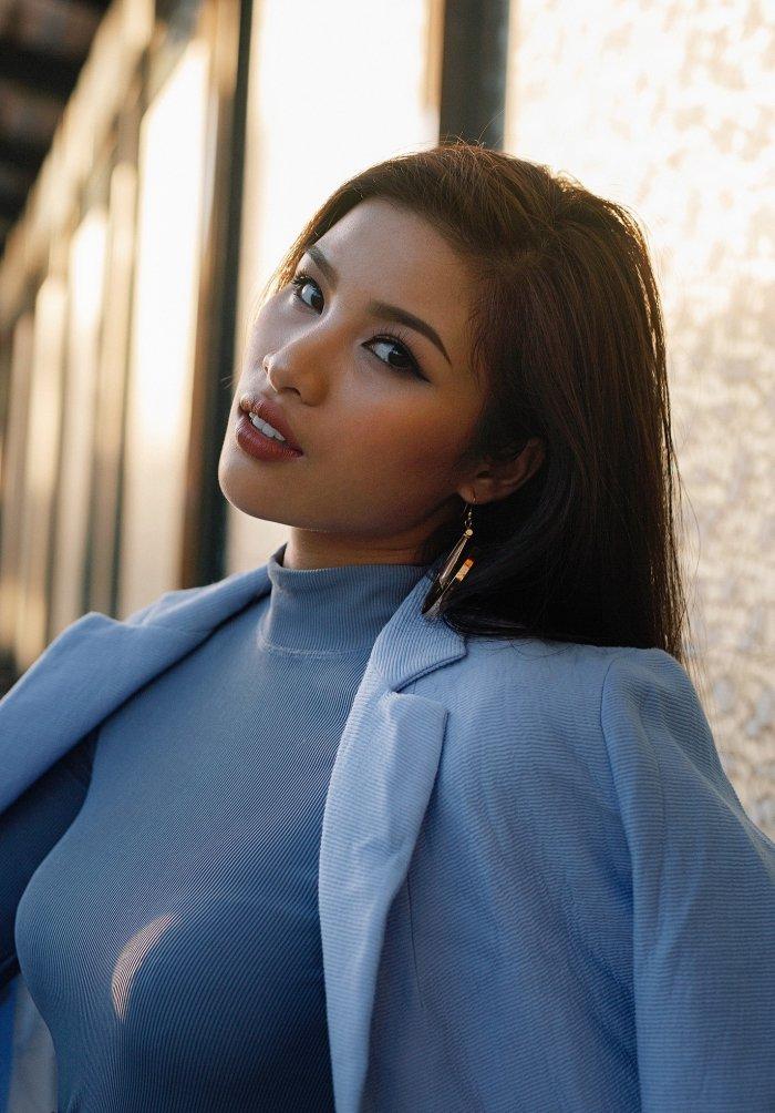 Sau tuyen bo rut lui khoi showbiz, Nguyen Thi Thanh tai xuat sexy day ca tinh hinh anh 1