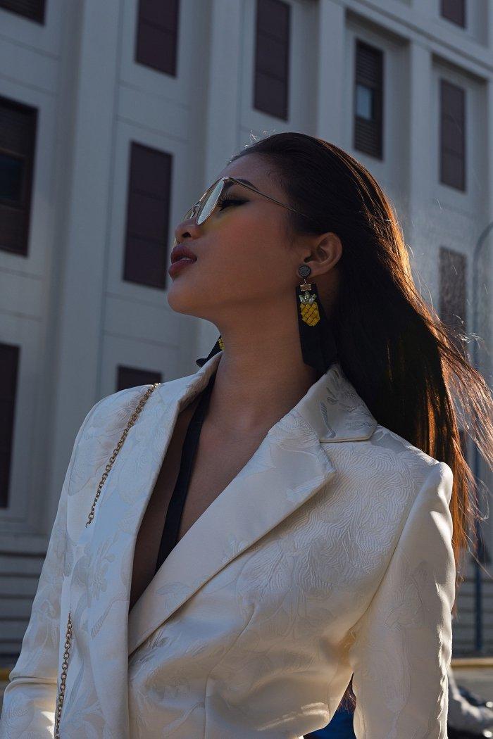 Sau tuyen bo rut lui khoi showbiz, Nguyen Thi Thanh tai xuat sexy day ca tinh hinh anh 3