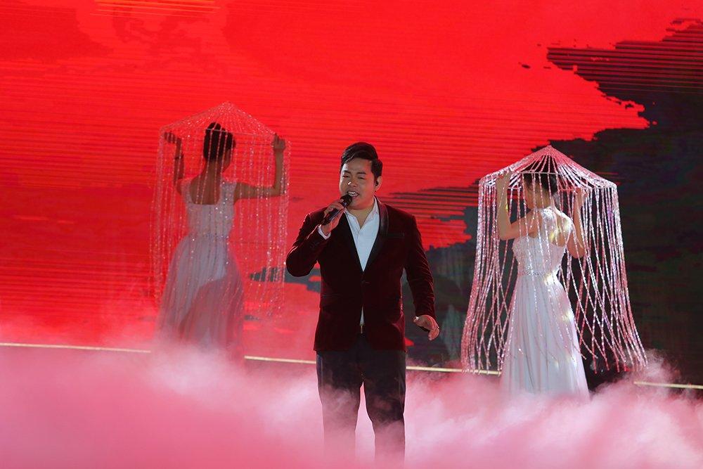 Thu Minh, Hong Nhung, Vu Manh Cuong miet mai chay show dip cuoi nam hinh anh 3