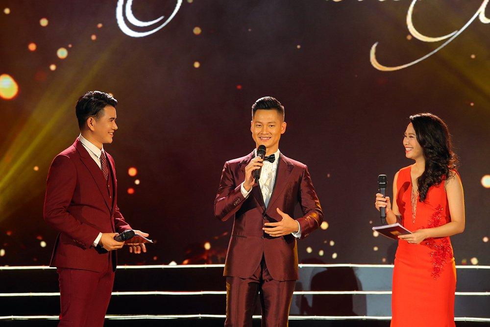 Thu Minh, Hong Nhung, Vu Manh Cuong miet mai chay show dip cuoi nam hinh anh 6
