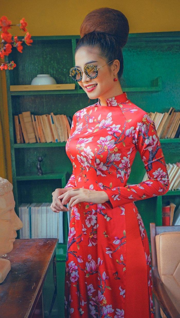 Hoa hau bien Ninh Hoang Ngan ruc ro, diu dang voi ao dai cach tan hinh anh 1