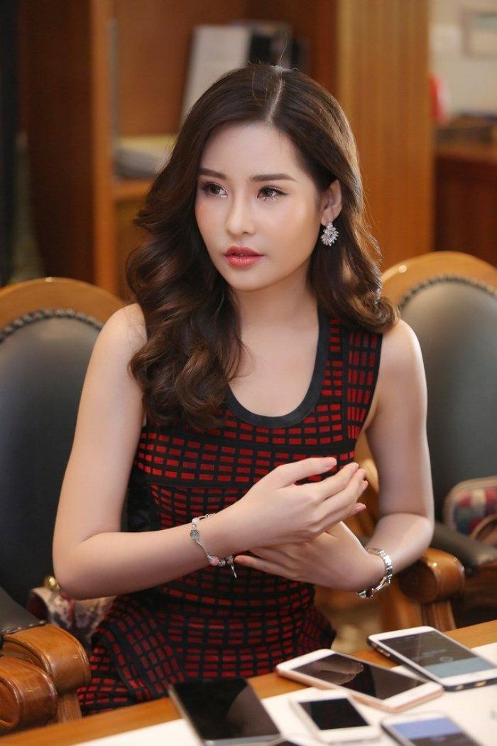 Nhan sac bien doi khon luong cua Hoa hau Dai duong Ngan Anh hinh anh 2