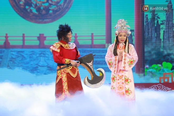 Chum anh dep: Can canh dan nghe si tren san khau hoanh trang cua Tao Quan 2018 hinh anh 4