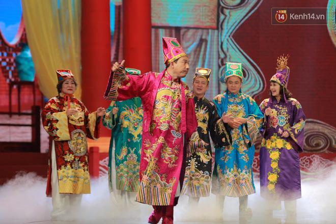 Chum anh dep: Can canh dan nghe si tren san khau hoanh trang cua Tao Quan 2018 hinh anh 8