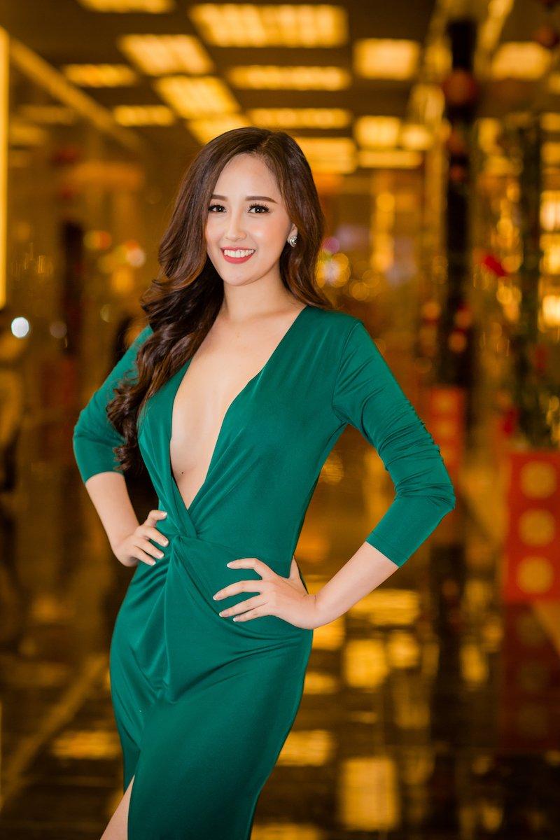 Mai Phuong Thuy 'quen' noi y khoe nguc day, do sac dan my nhan sexy hinh anh 1