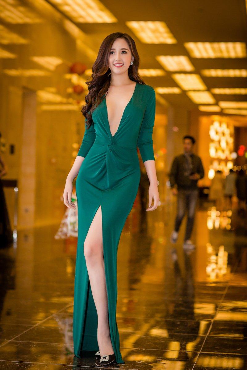 Mai Phuong Thuy 'quen' noi y khoe nguc day, do sac dan my nhan sexy hinh anh 2