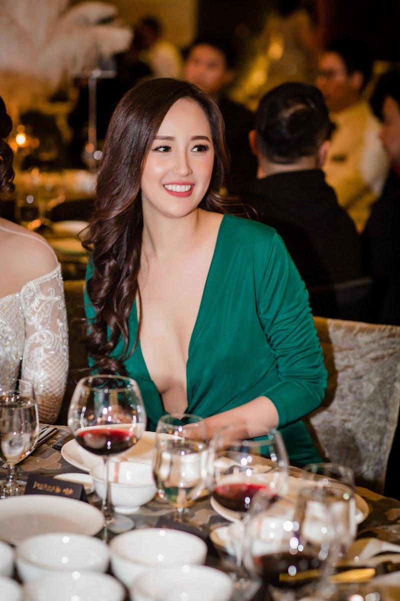 Mai Phuong Thuy 'quen' noi y khoe nguc day, do sac dan my nhan sexy hinh anh 10