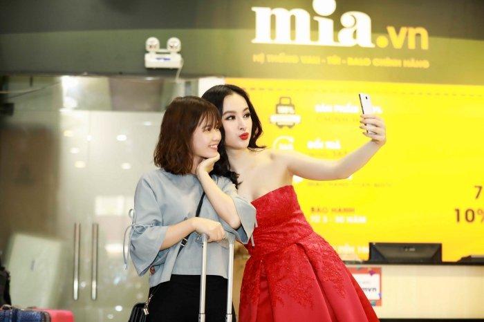 Angela Phuong Trinh khoe vai tran, Mau Thuy mac kin mit sam do di du lich Tet hinh anh 5