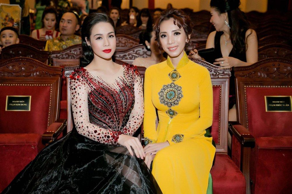 Nhat Kim Anh do nhan sac sexy cung Hoa hau Hang Nguyen, A hau Lien Phuong hinh anh 4