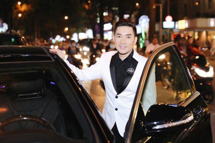 Quang Ha cuc than thiet, hon Hoa hau Hoang Ny giua su kien dong nguoi hinh anh 1