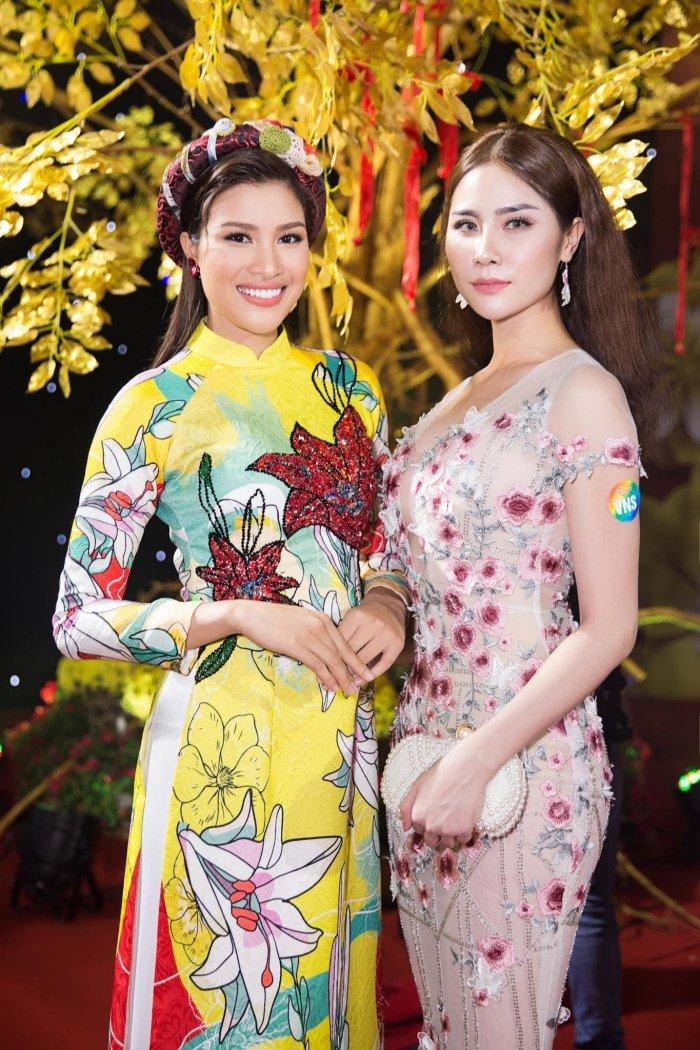 A hau Hoang Hanh tu tin do ve goi cam voi Phan Thi Mo, Nguyen Thi Thanh hinh anh 10