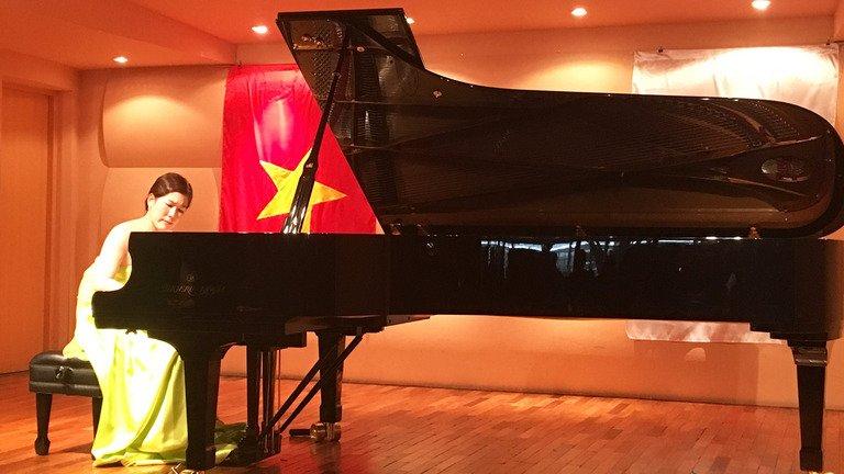 Tai nang piano Nguyen Ba Tan giao luu cung dan nghe si Nhat Ban hinh anh 3