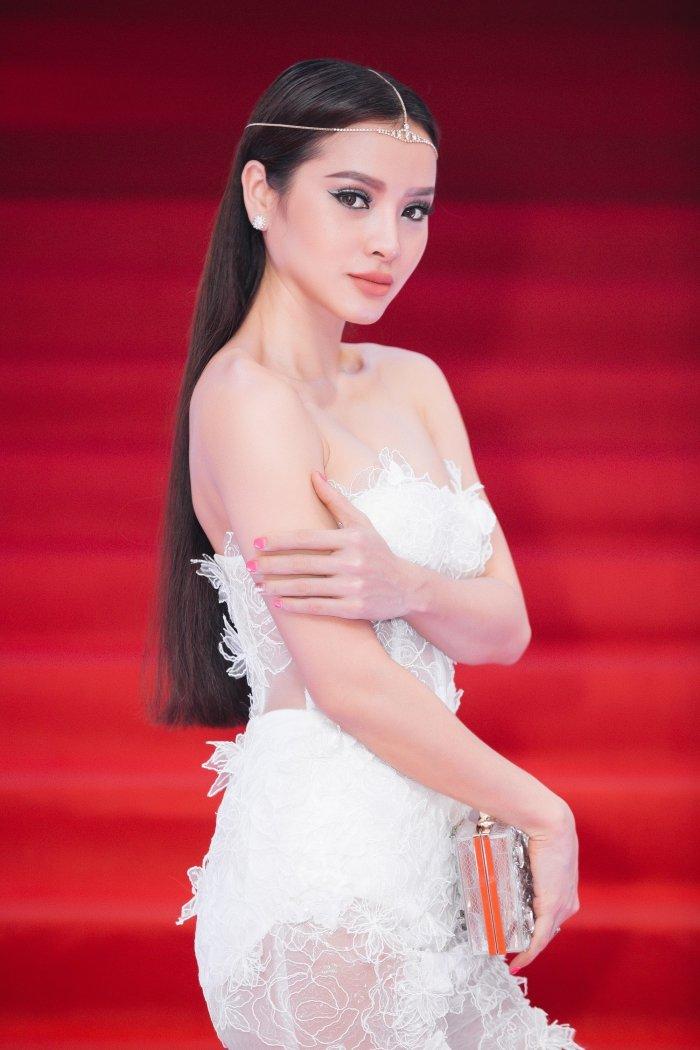 Hoa nu than mua xuan, Phuong Trinh Jolie khoe 3 vong nong bong hinh anh 4