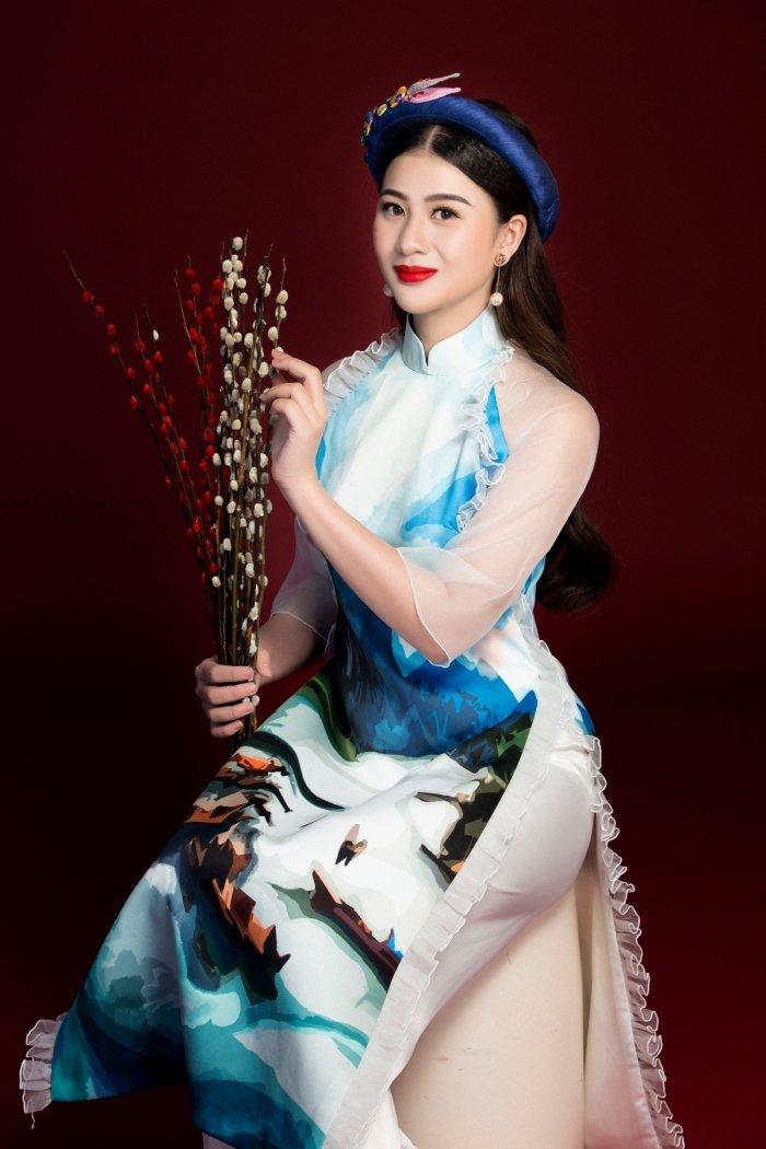 A hau Thai My Linh dien ao dai ruc ro don xuan hinh anh 5