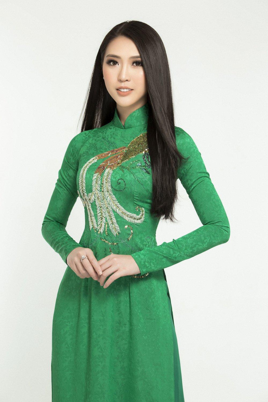 Hoa hau Tuong Linh danh tron ngay Tet ben gia dinh hinh anh 1