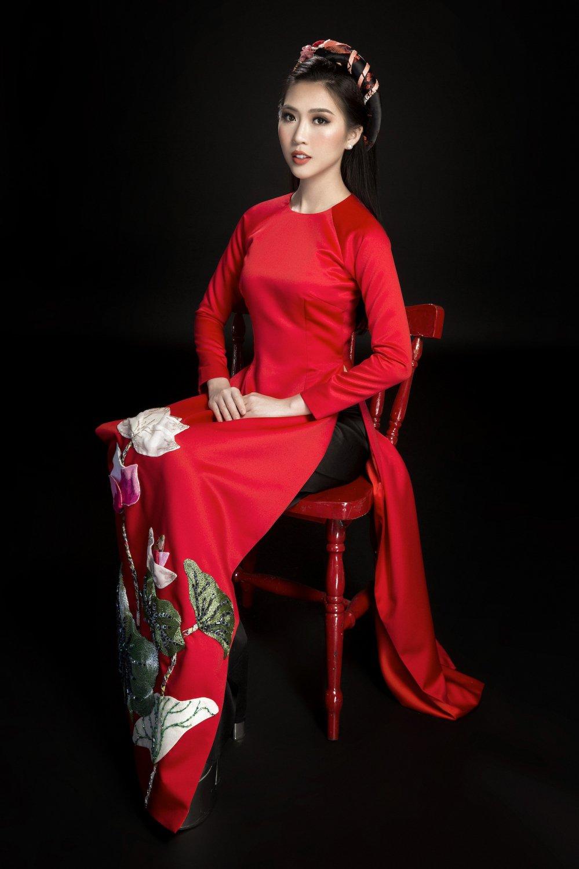 Hoa hau Tuong Linh danh tron ngay Tet ben gia dinh hinh anh 11