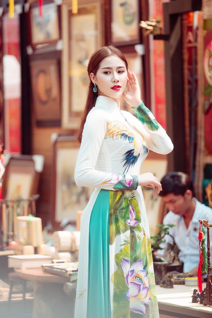 A hau Hoang Hanh: 'Lan dau xa nha dip Tet den, toi tui than muon khoc' hinh anh 5